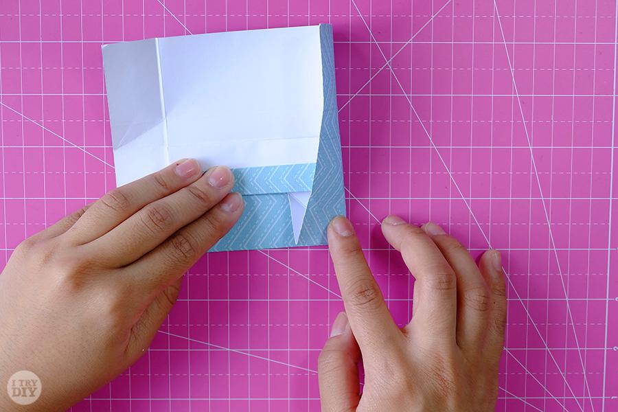 Оригами конверт для денег-выровняйте угол