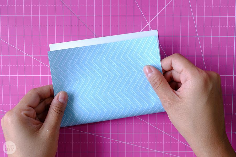 Оригами конверт для денег-сложите пополам