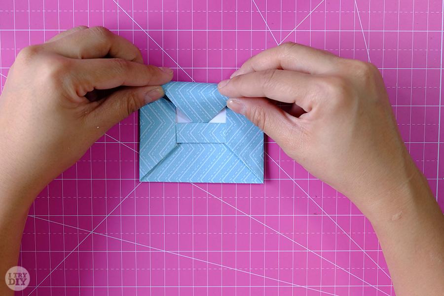 Оригами конверт для денег-закройте конверт