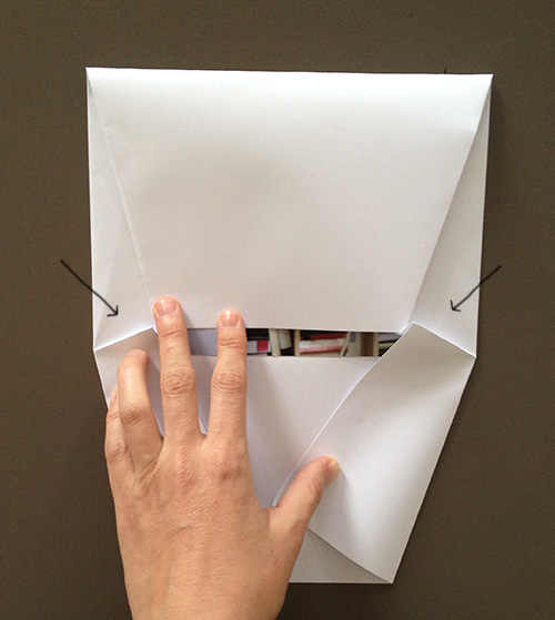 Оригами конверт с сюрпризом-подверните складки