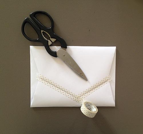 Оригами конверт с сюрпризом-заклейте серединку