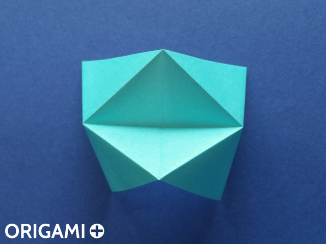Оригами рибка-зажмите верхний и нижний клапаны