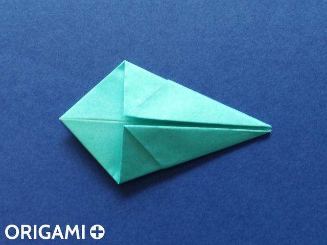 Оригами рибка-загните правые углы к оси