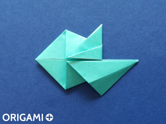 Оригами рибка-заверните верхний угол