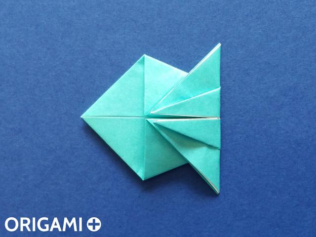 Оригами рибка-заверните нижний угол