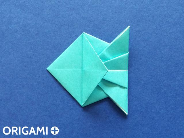 Оригами рибка-заверните левый клапан