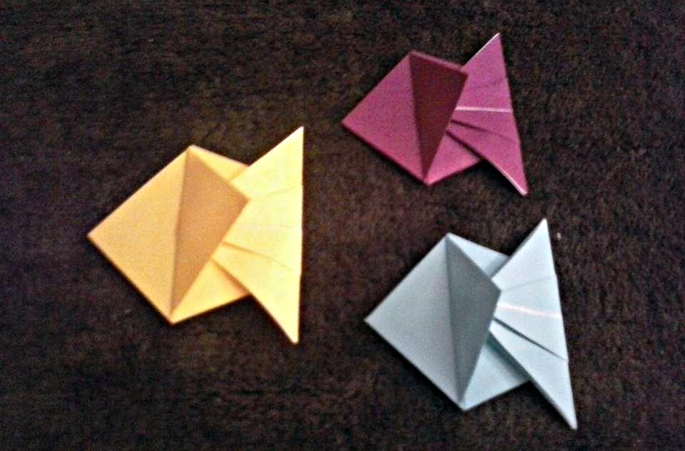 Оригами рибки простые на черном фоне