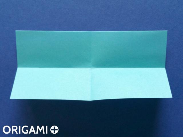 Оригами рибка-сложите прямоугольник по горизонтали и вертикали