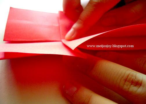 Платье оригами-загните бумагу посередине