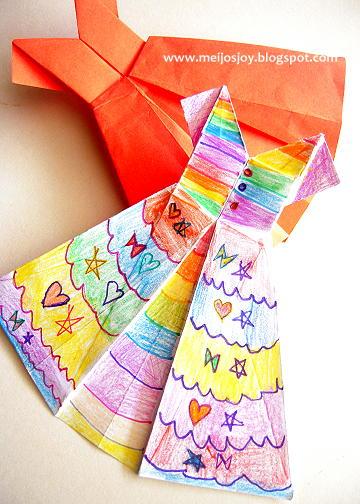 Платье оригами из обычной бумаги раскрашенное
