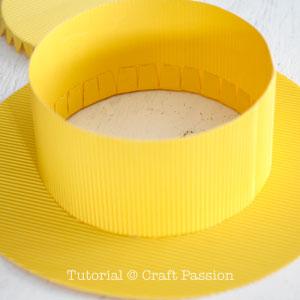 Бумажная шляпа-приклейте поля