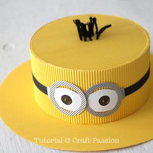 Бумажная шляпа-обрежьте пряжу