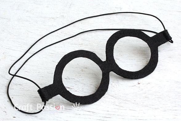 Бумажная шляпа- очки готовы
