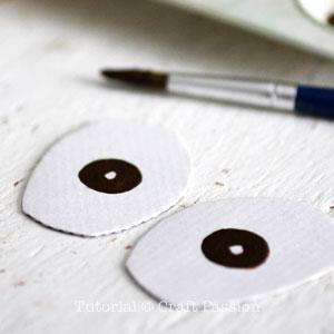 Бумажная шляпа-нарисуйте радужки на глазах