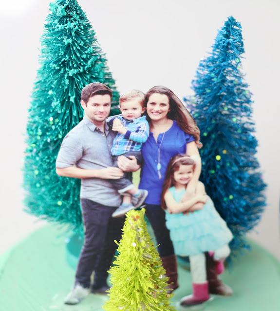 Снежный шар-приклейте елочки и фото