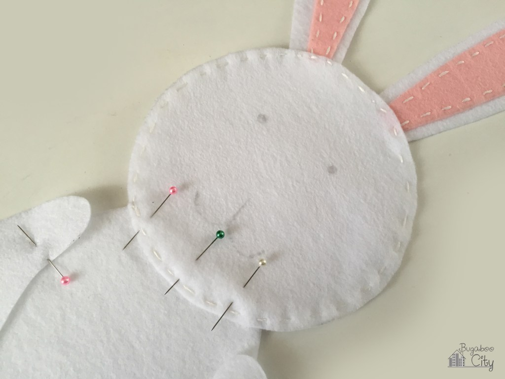 Заяц из фетра-обшейте тело