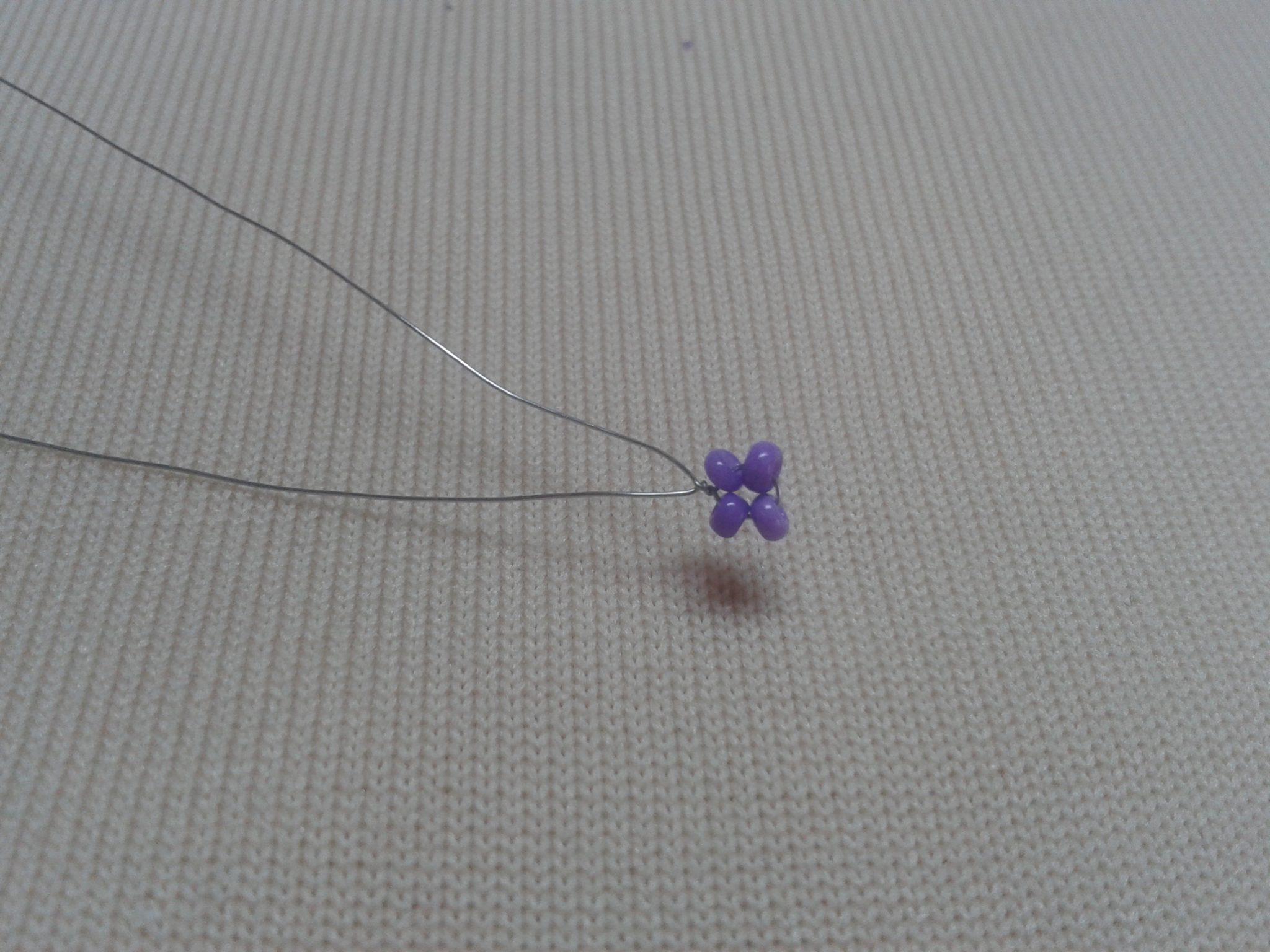 плетение фиалки из бисера