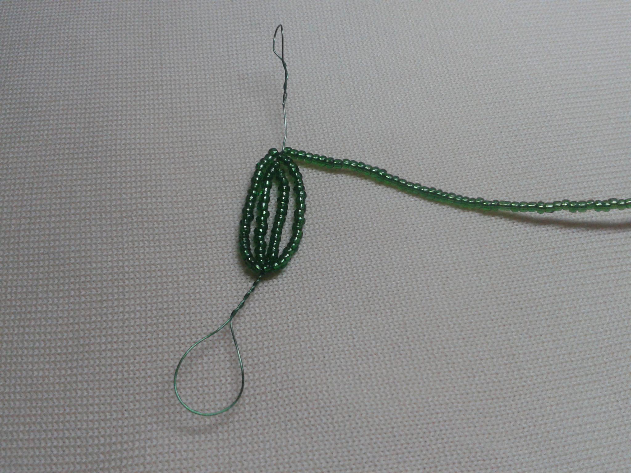 Плетение листьев из бисера 1