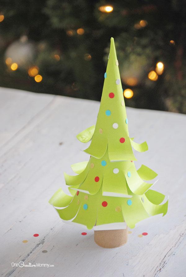 Бумажная елка-приклейте конфетти на елочку
