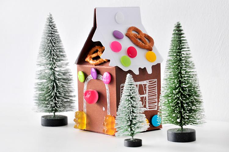 Коробочка для сладостей в виде домика