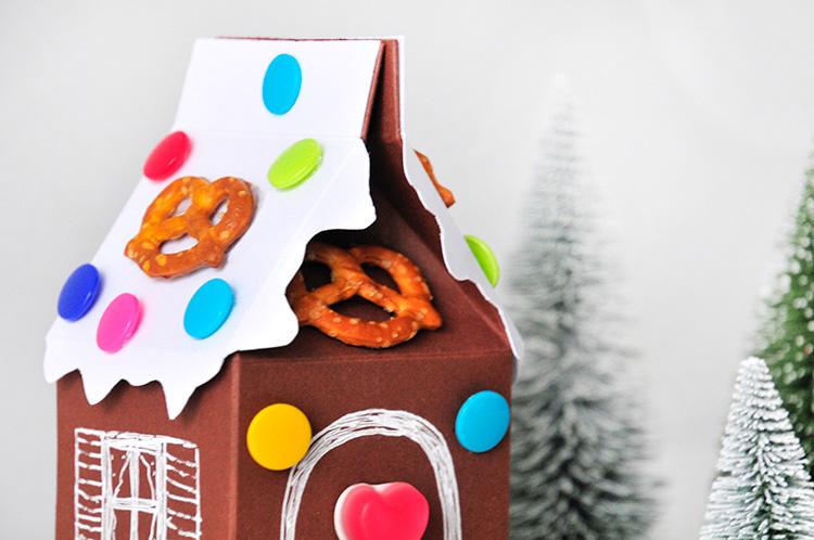 Коробочка для сладостей в виде пряничного домика