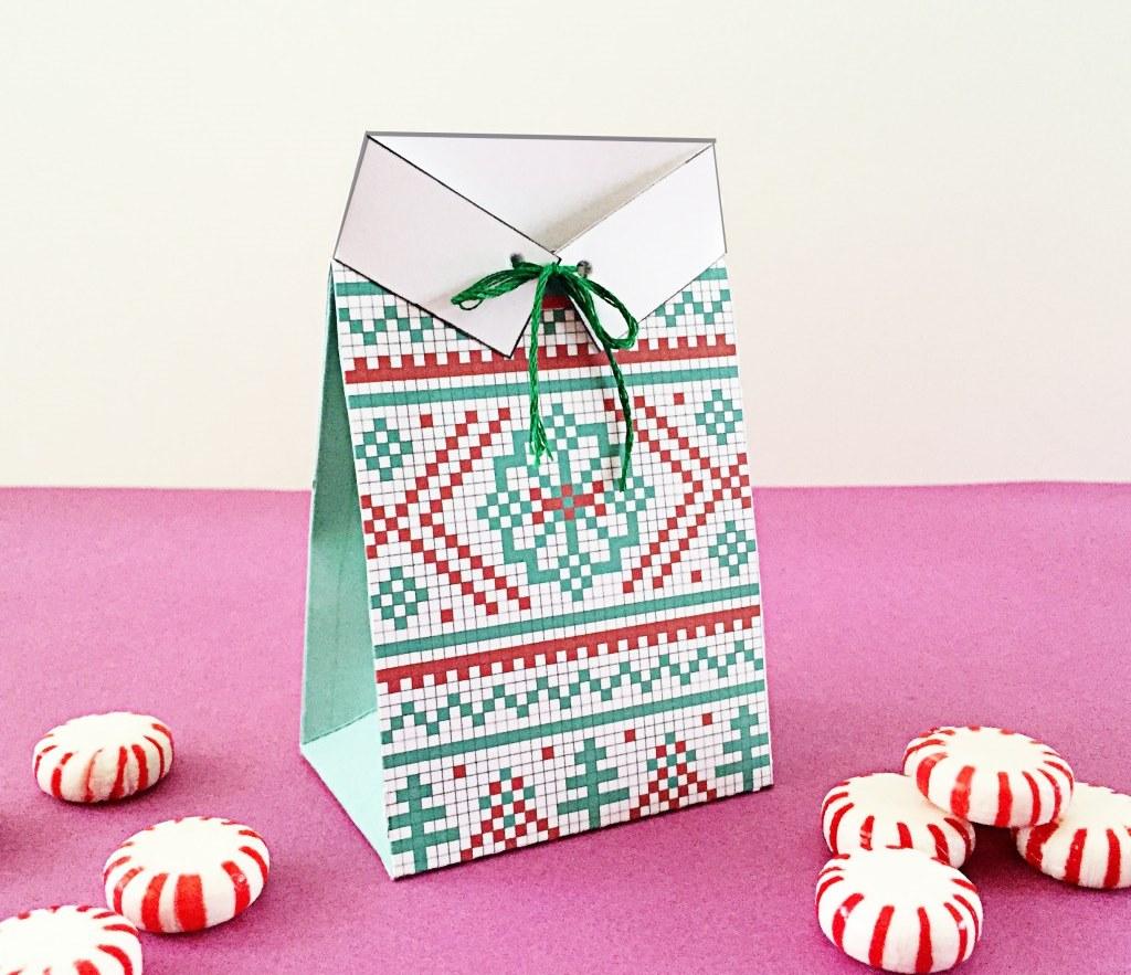 Новогодняя подарочная упаковка с классическим узором