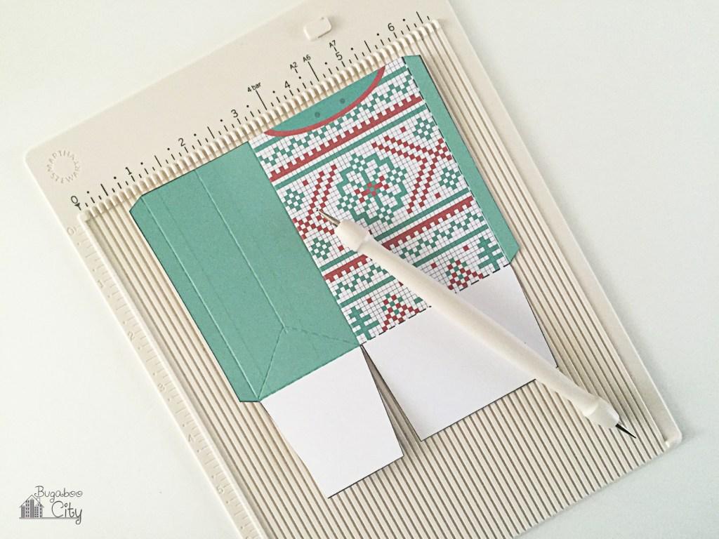 Новогодняя подарочная упаковка-согните по пунктирным линиям
