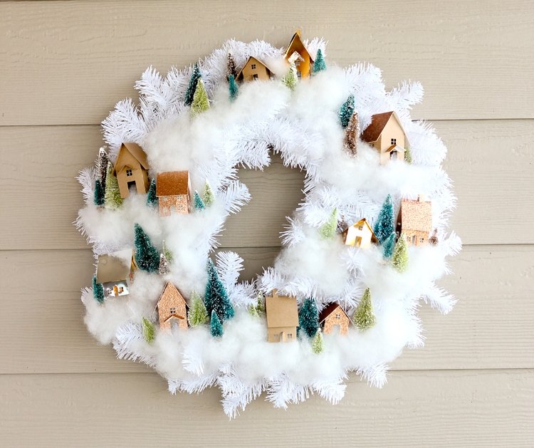 Рождественский венок своими руками на стене