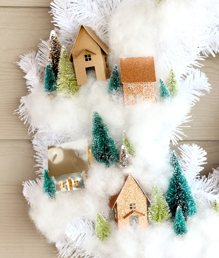Рождественский венок-композиции вблизи