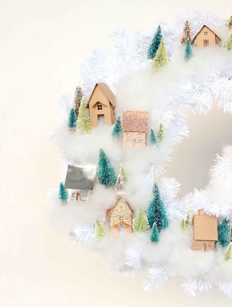 Рождественский венок с домиками