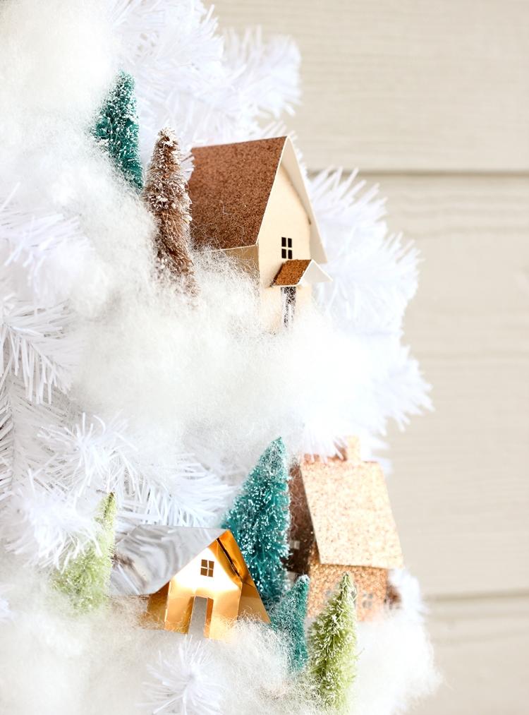 Рождественский венок с елочками и домиками своими руками