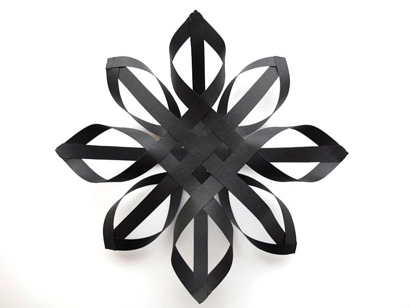 Снежинка из бумажных полос своими руками