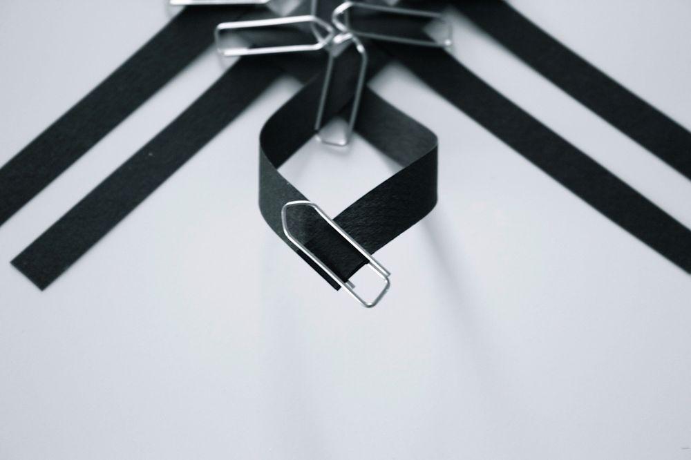 Снежинка из бумажных полос-склейте углы