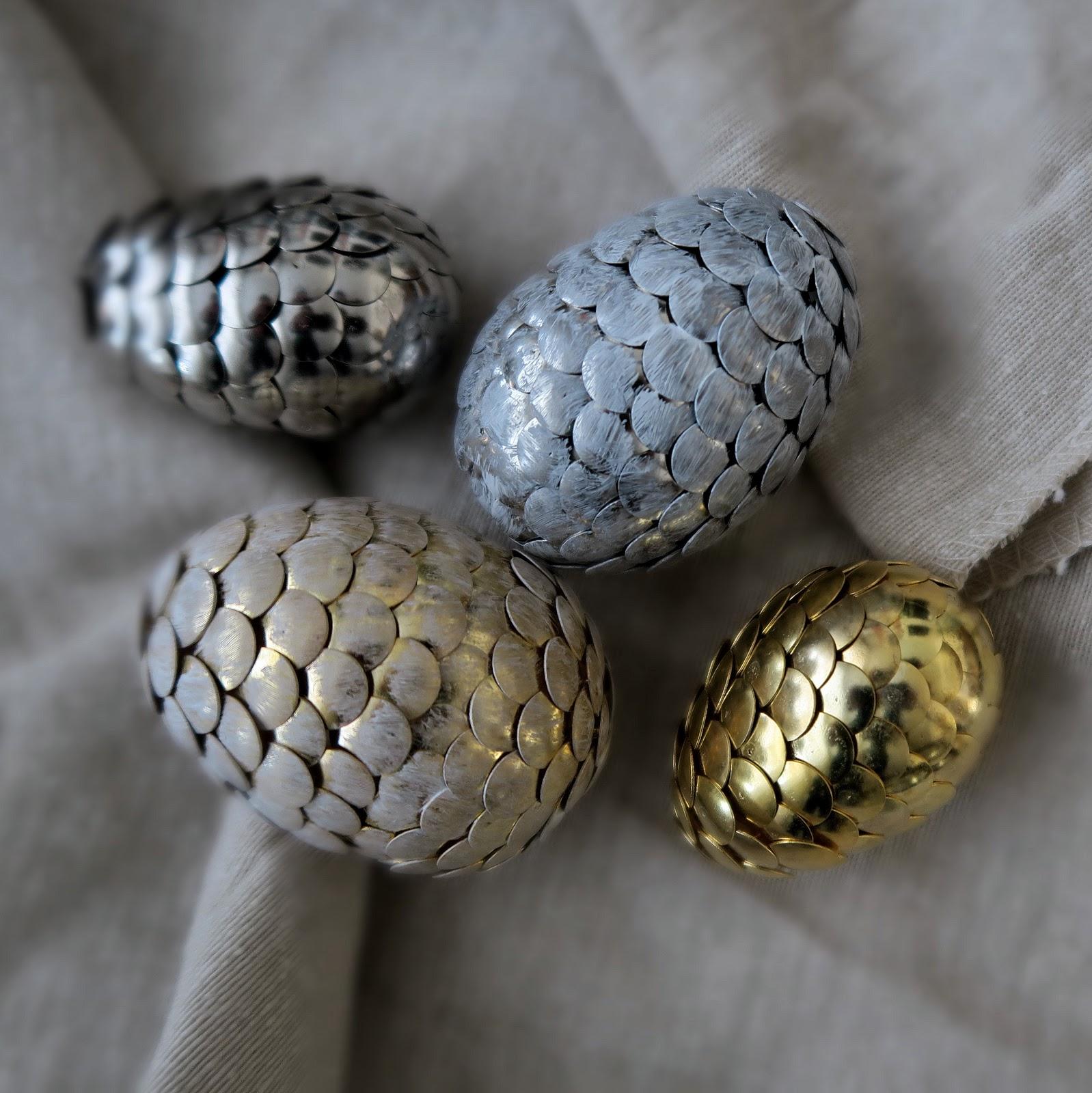 Декор пасхальных яиц булавками