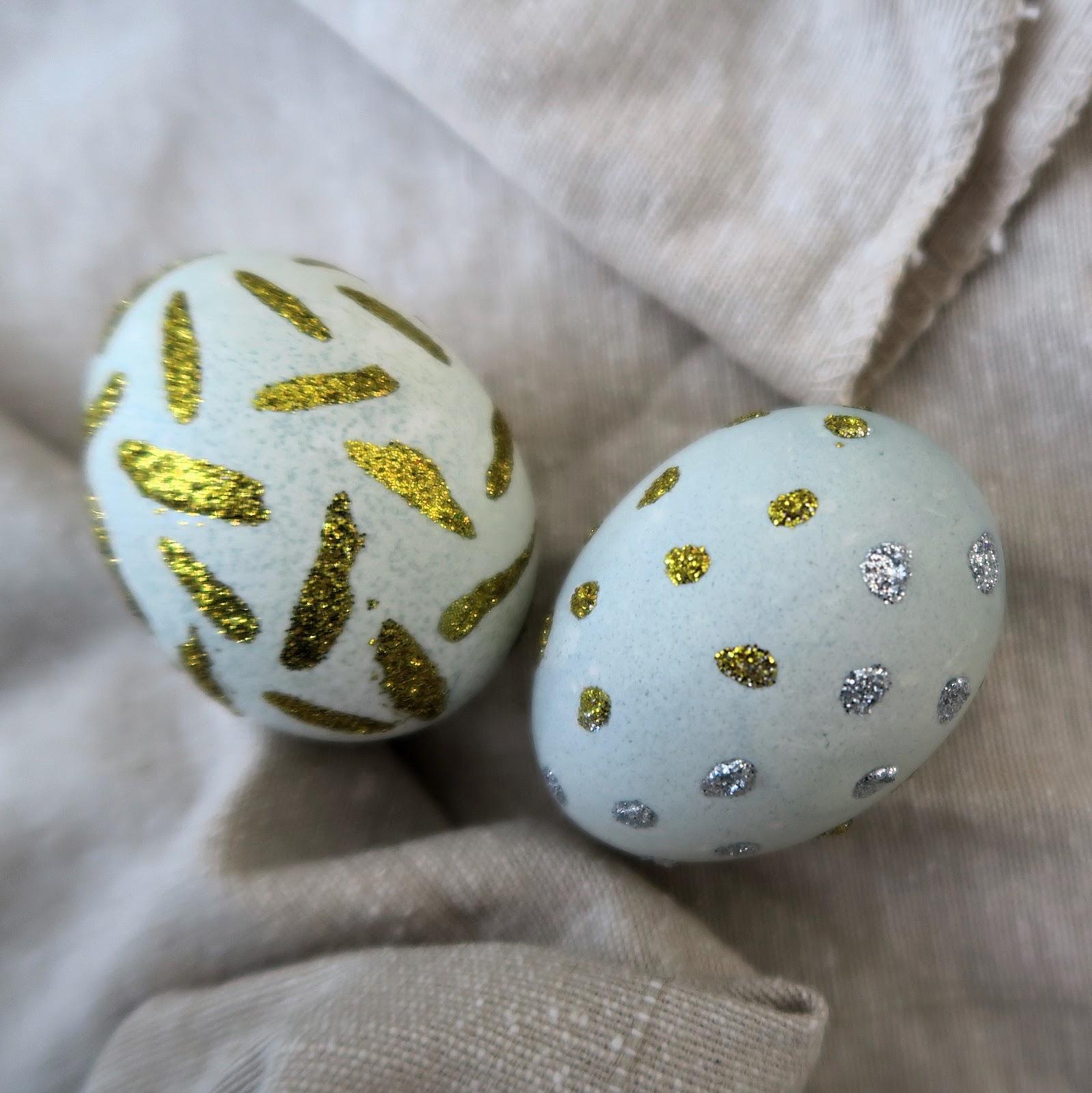 Декор пасхальных яиц блестками