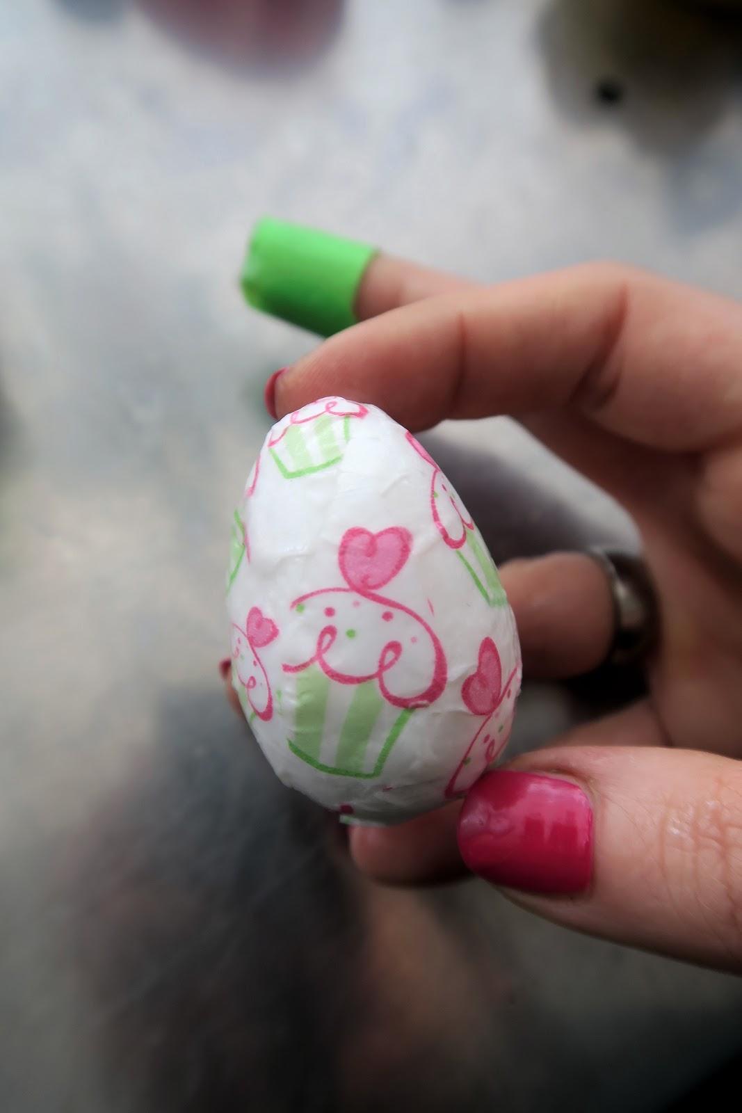 Декор пасхальных яиц-разгладьте края