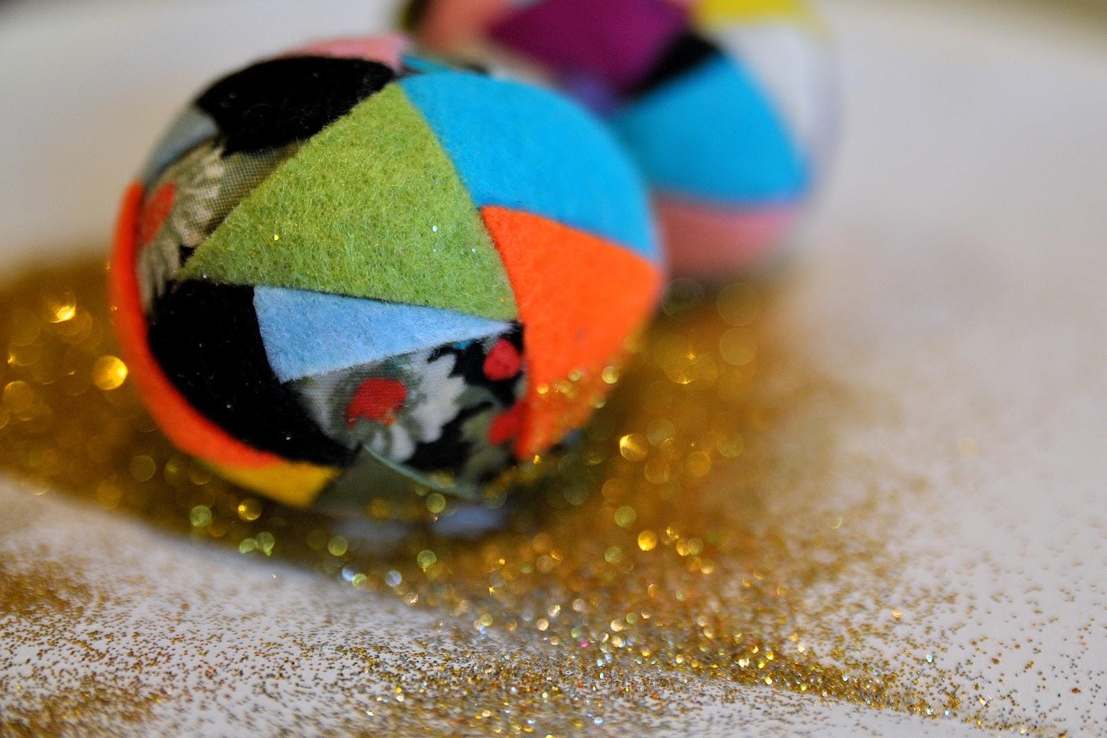 Декор пасхальных яиц кусочками фетра