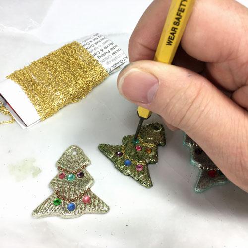 Елочка из полимерной глины-вставьте кристаллы