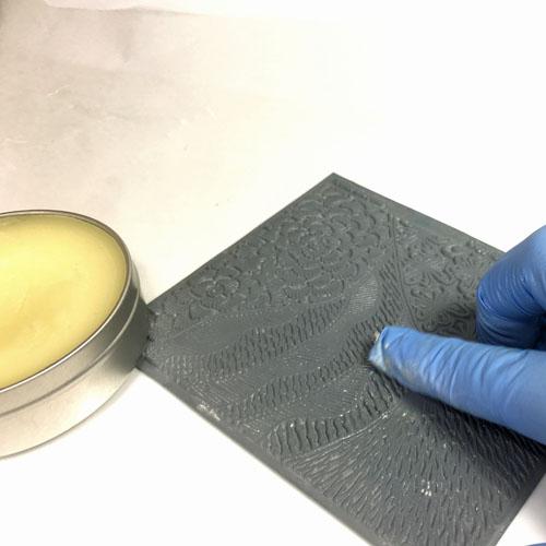 Елочка из полимерной глины-смажьте текстуру маслом