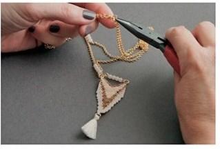 Кулон треугольник из бисера-прикрепите застежку