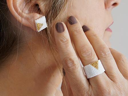 Кольцо из бисера для начинающих в белом цвете