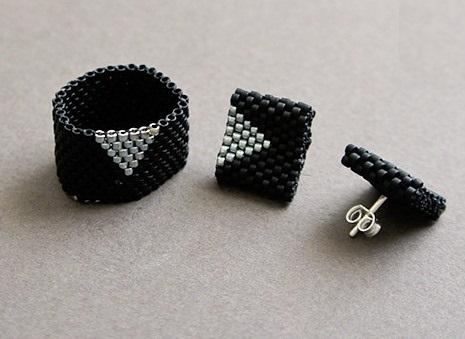 Кольцо из бисера для начинающих в черном цвете