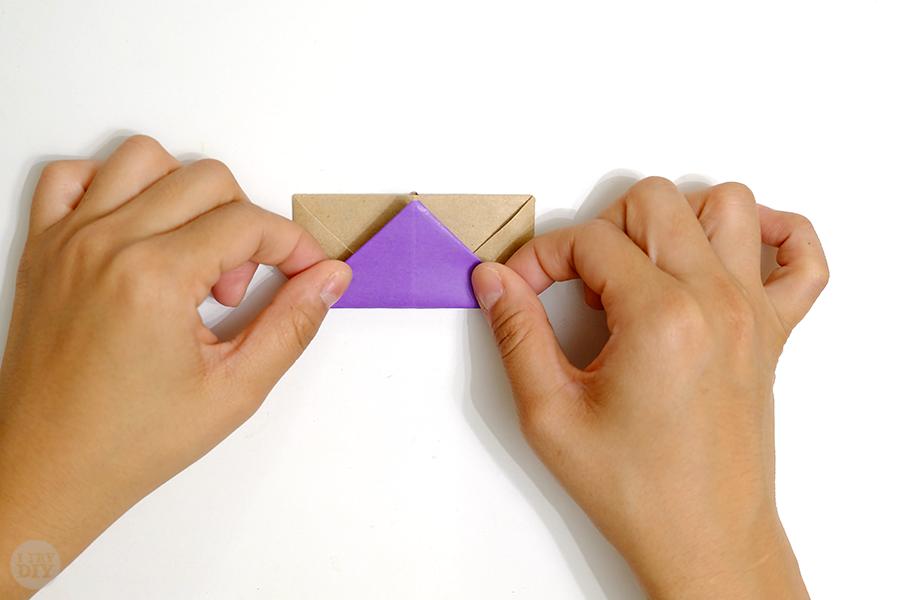 Оригами подставка для яиц-заверните нижний треугольник вверх