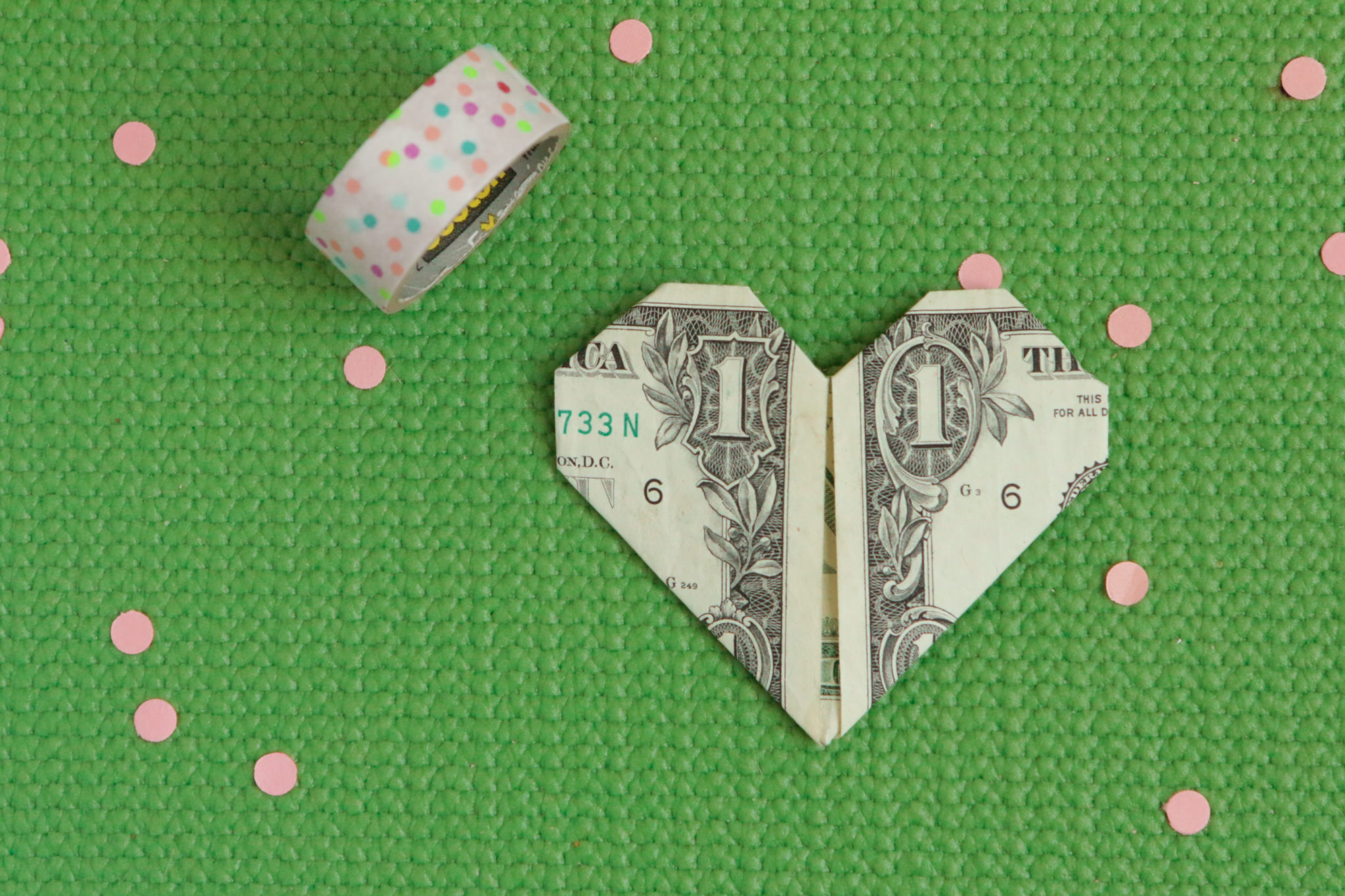 Сердечко оригами из денег-вид спереди