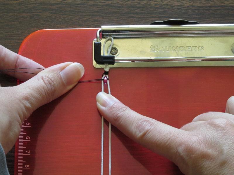 Простой браслет из бисера-вытяните нить