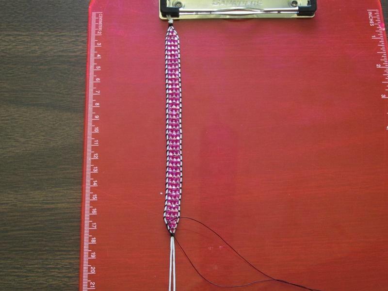 Простой браслет из бисера- сплетенный браслет