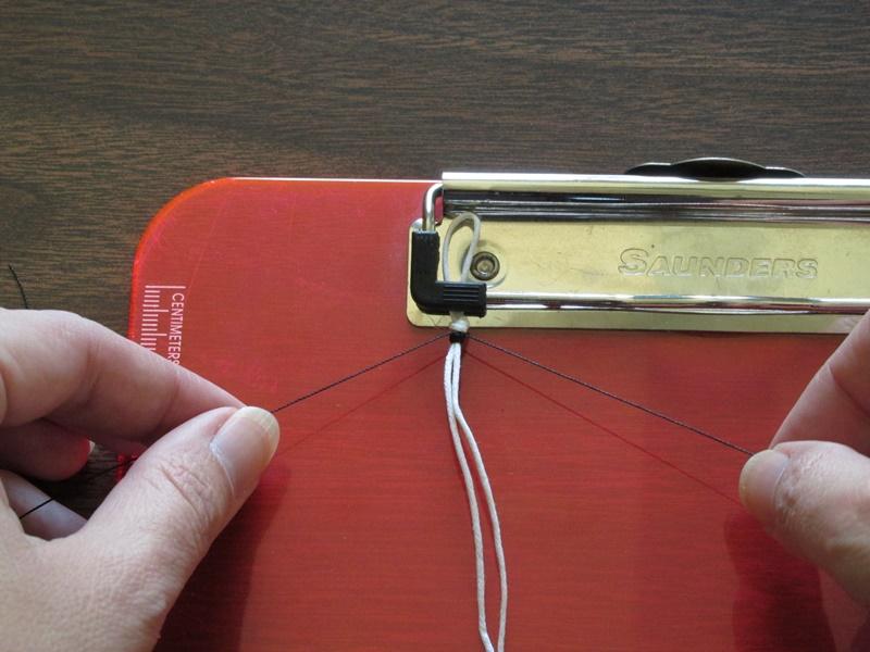 Простой браслет из бисера-привяжите нитки