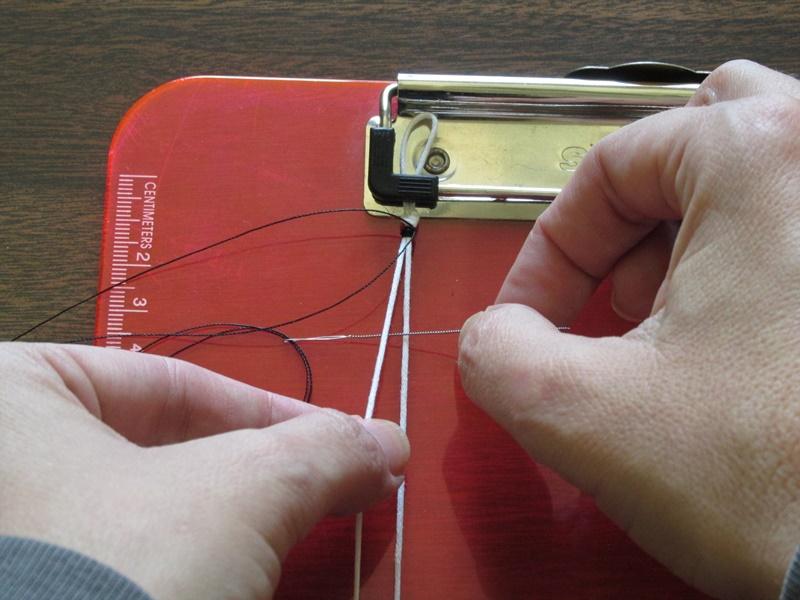 Простой браслет из бисера-проденьте иглу слева направо