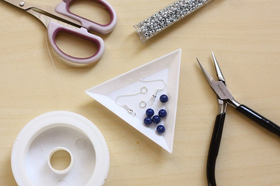Серьги из бисера и бусин-материалы