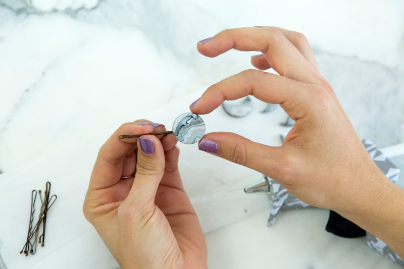 Украшения из полимерной глины - приклейте заготовки на булавки